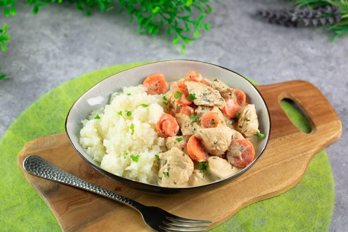 Das Hähnchengeschnetzelte mit Karotte ist lecker Low Carb und glutenfrei.