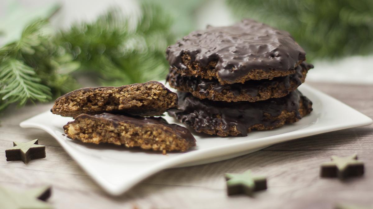 Die Elisenlebkuchen gehören zur Advents und Weihnachtszeit. Die Lebkuchen sind gesund, ohne Zucker und ohne Mehl.
