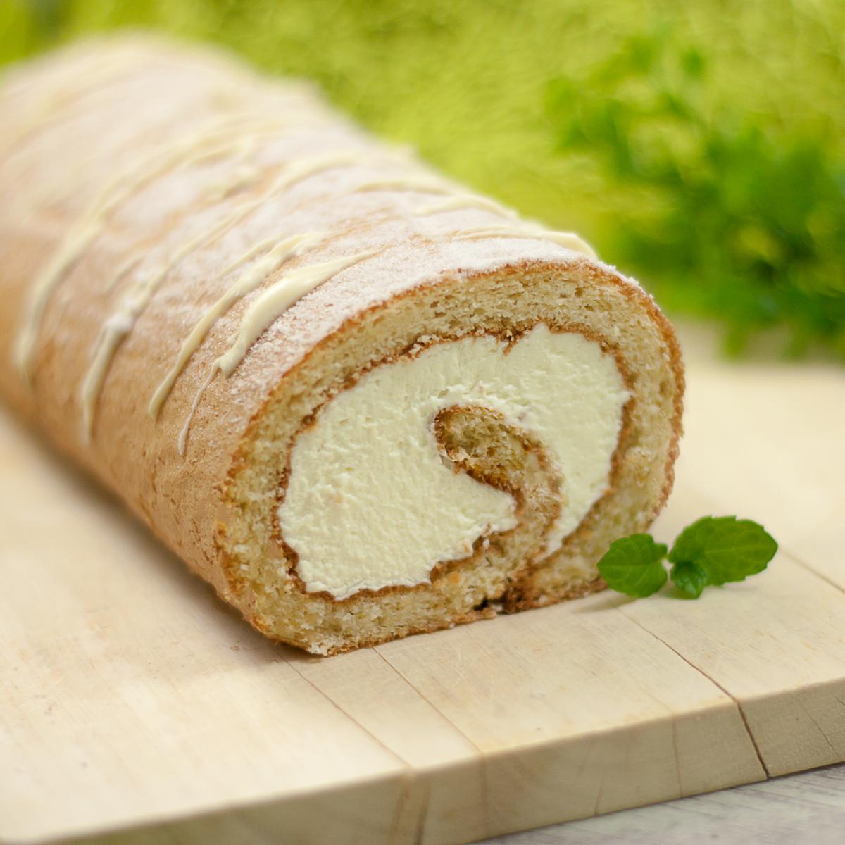 Die Zitronen-Biskuitrolle ist ein leckeres Frühlingsrezept. Der Kuchen ist zudem zuckerfrei und glutenfrei.
