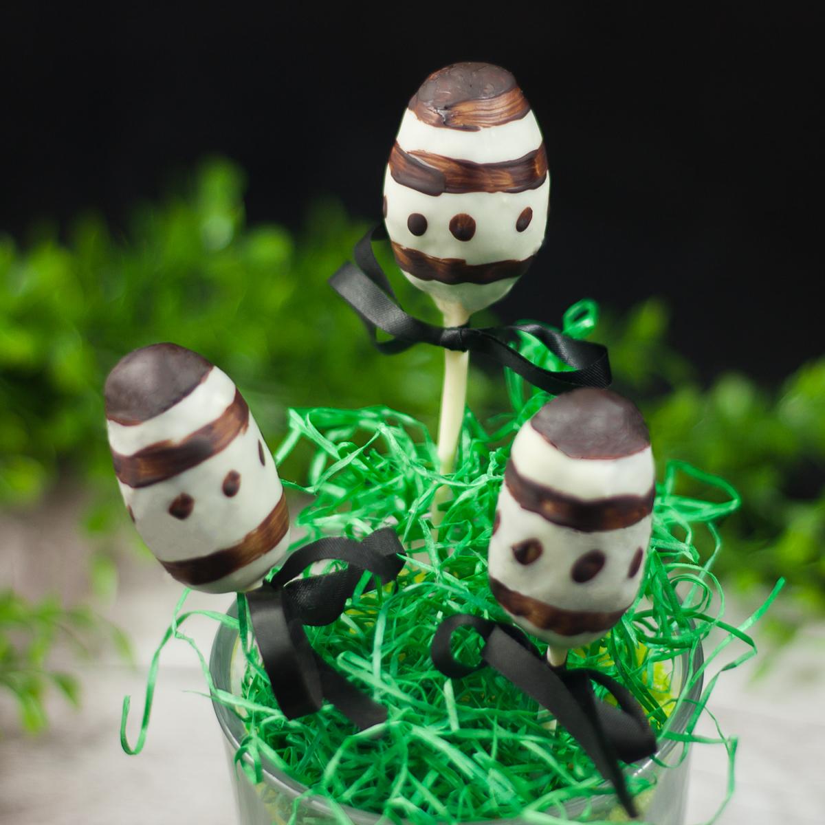 Die Ostereier-popcakes sind Low Carb und glutenfrei.