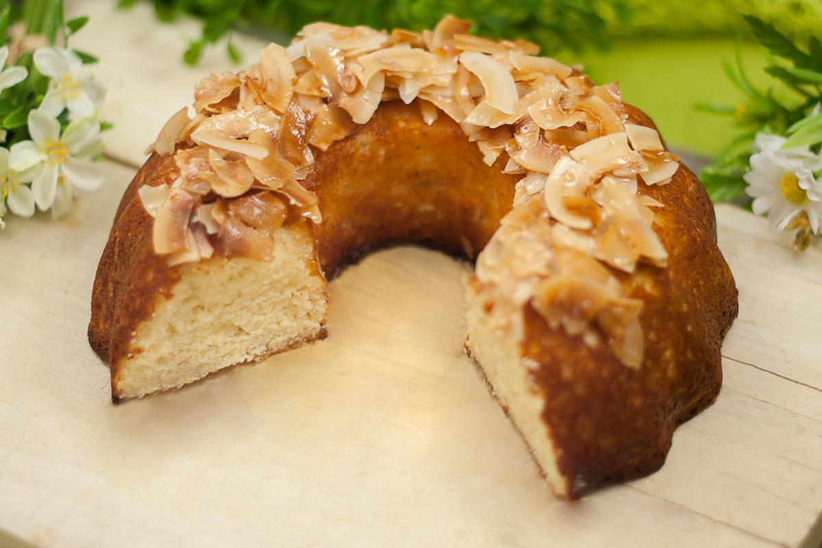 Der Kokos-Limetten-Kuchen ist ein leckerer und frischer Kuchen.