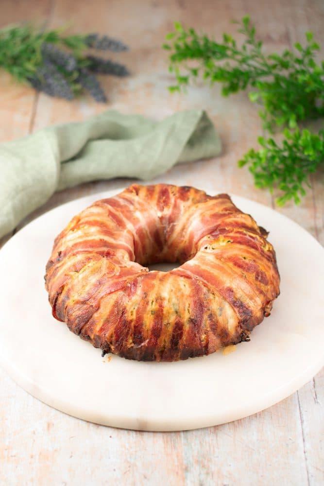 Der Gemüse-Bacon-Ring ist ein leckeres Low Carb Hauptgericht was zudem auch noch glutenfrei ist. Das Rezept ist einfach gekocht und schmeckt super.