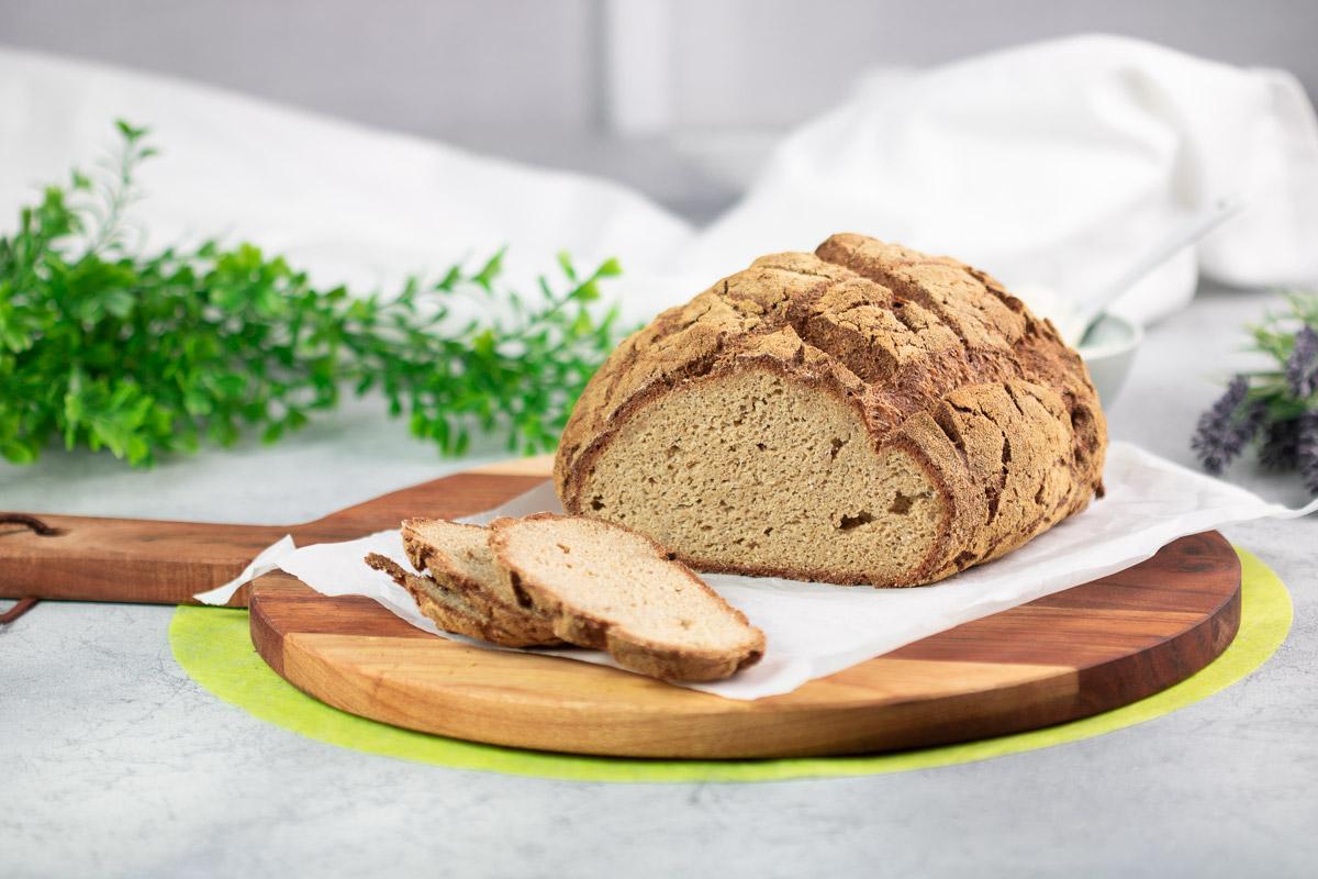 Das Kartoffelfaser-Leinsamen-Brot ist ein leckeres Low Carb Brot. Außerdem ist es glutenfrei.