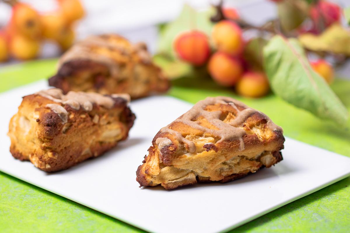 Die Apfel-Scones sind eine Variante des britischen Gebäcks. Meine Variante ist zudem Low Carb und glutenfrei.