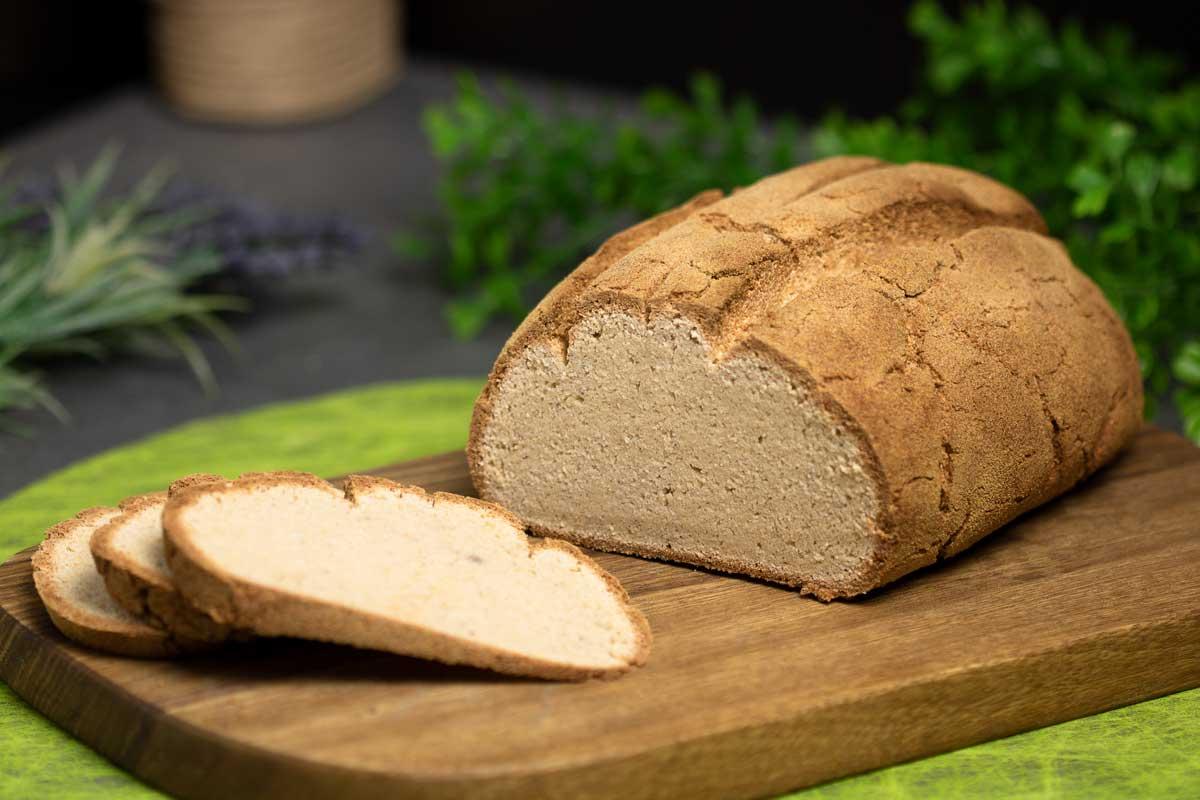 Das Bambus-Kartoffelfaser-Brot ist ein leckeres Low Carb Brot. Es schmeckt leckt und ist nicht zu feucht.