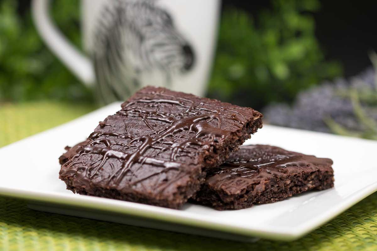 Der Brownie ist lecker und ohne Zucker, ohne Mehl und ohne Kohlenhydrate!