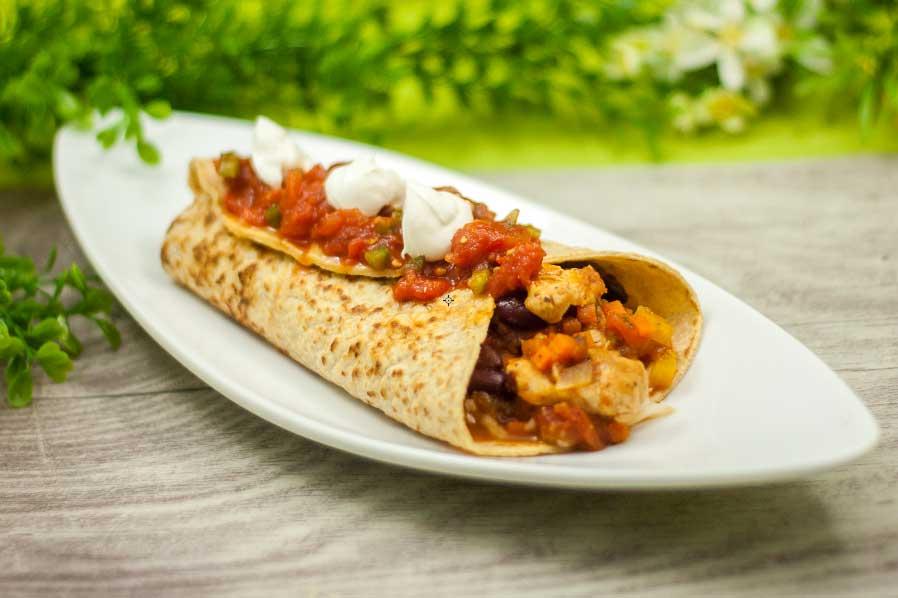 Der Chicken-Burrito ist ein leckeres Low Carb Hauptgericht für auf die Hand.