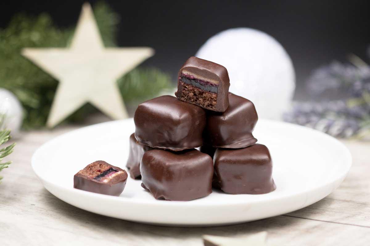 Die Low Carb Dominosteine sind ohne Zucker, ohne Mehl und somit auch glutenfrei. Das Rezept ist perfekt für die Weihnachtszeit
