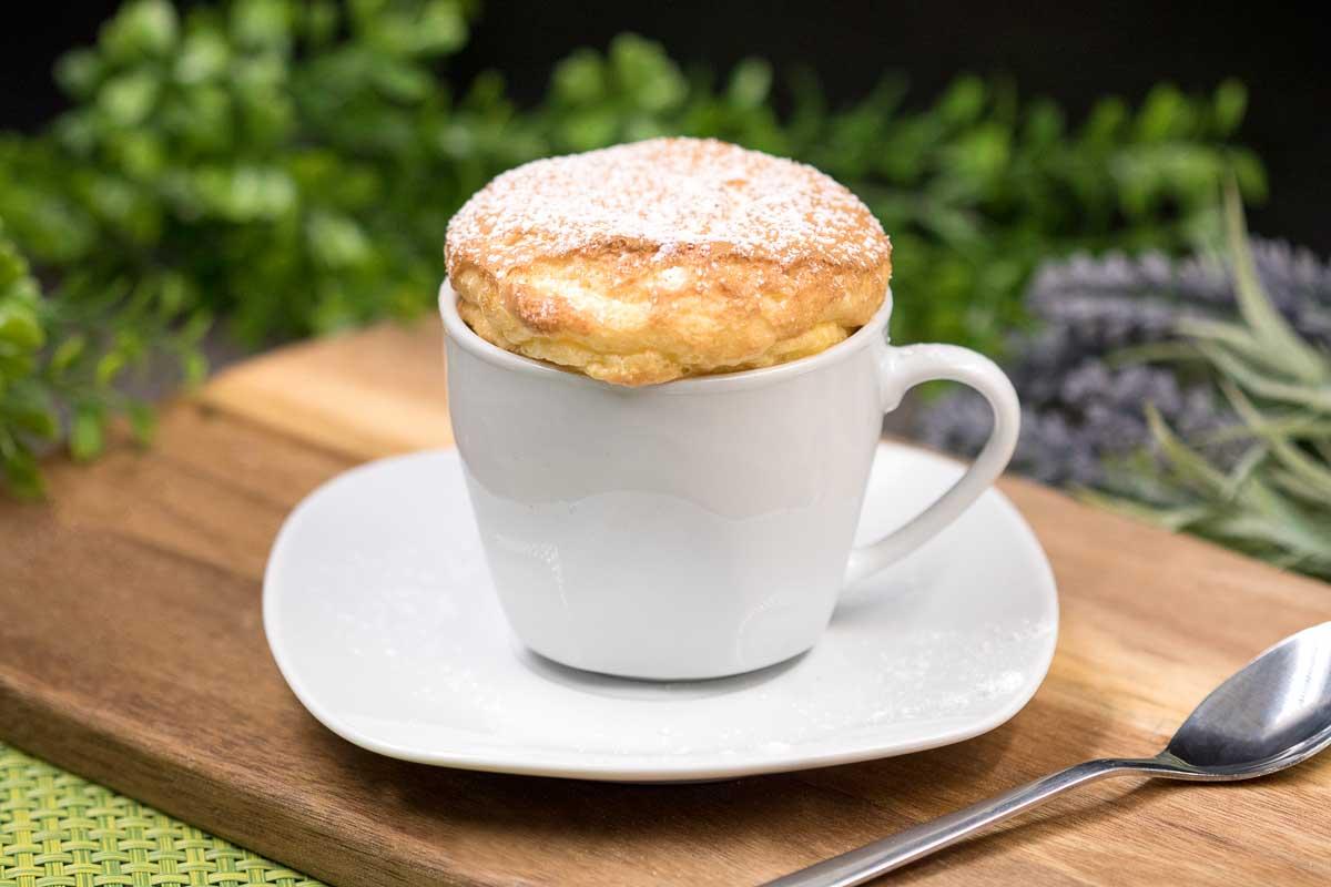 Der Eierkuchen ist ein leckerer Tassenkuchen ohne Kohlenhydrate. Er ist Keto, Low Carb und perfekt fürs Eierfasten.