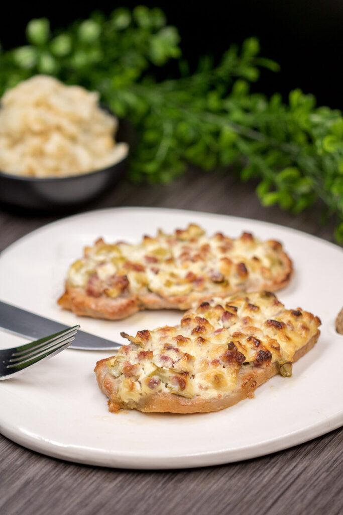 Das Schnitzel Elsässer Art ist ein leckeres Low Carb Gericht.