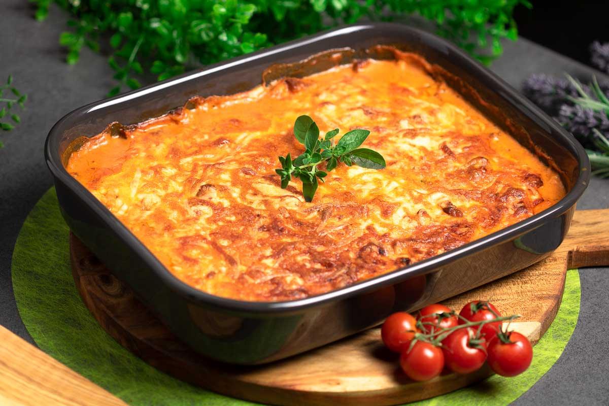 Das Gyros in Mataxa-Sauce ist ein echter Klassiker. Diese Variante vom Rezept ist Low Carb und glutenfrei.