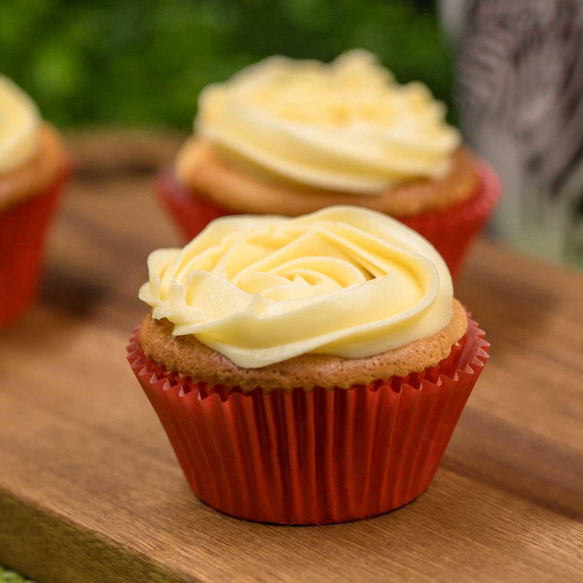 Die Käsekuchen-Cupcakes sind leckere Keto Muffins ohne Mehl und Zucker.