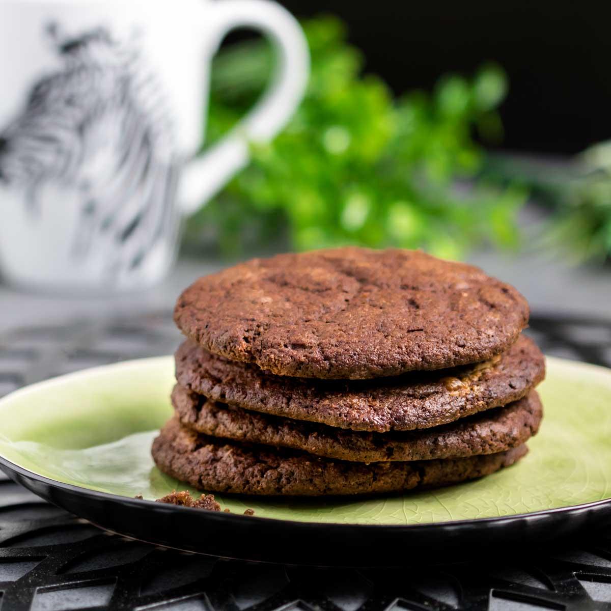 Die Keto-Schoko-Cookies sind Low Carb, glutenfrei und auch Keto geeignet.