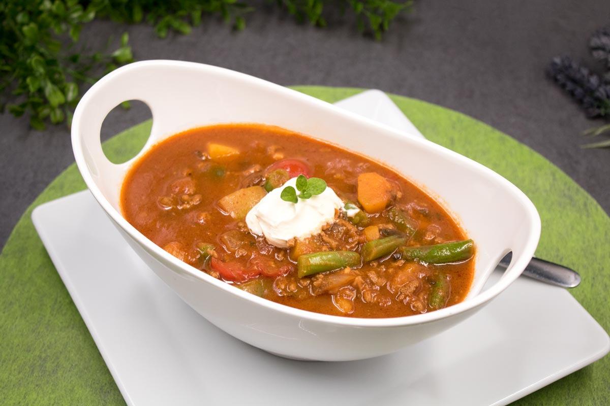 Das Kürbis-Chili ist die herbst Variante des Klassikers Chili con Carne. Das Gericht ist Low Carb und glutenfrei.