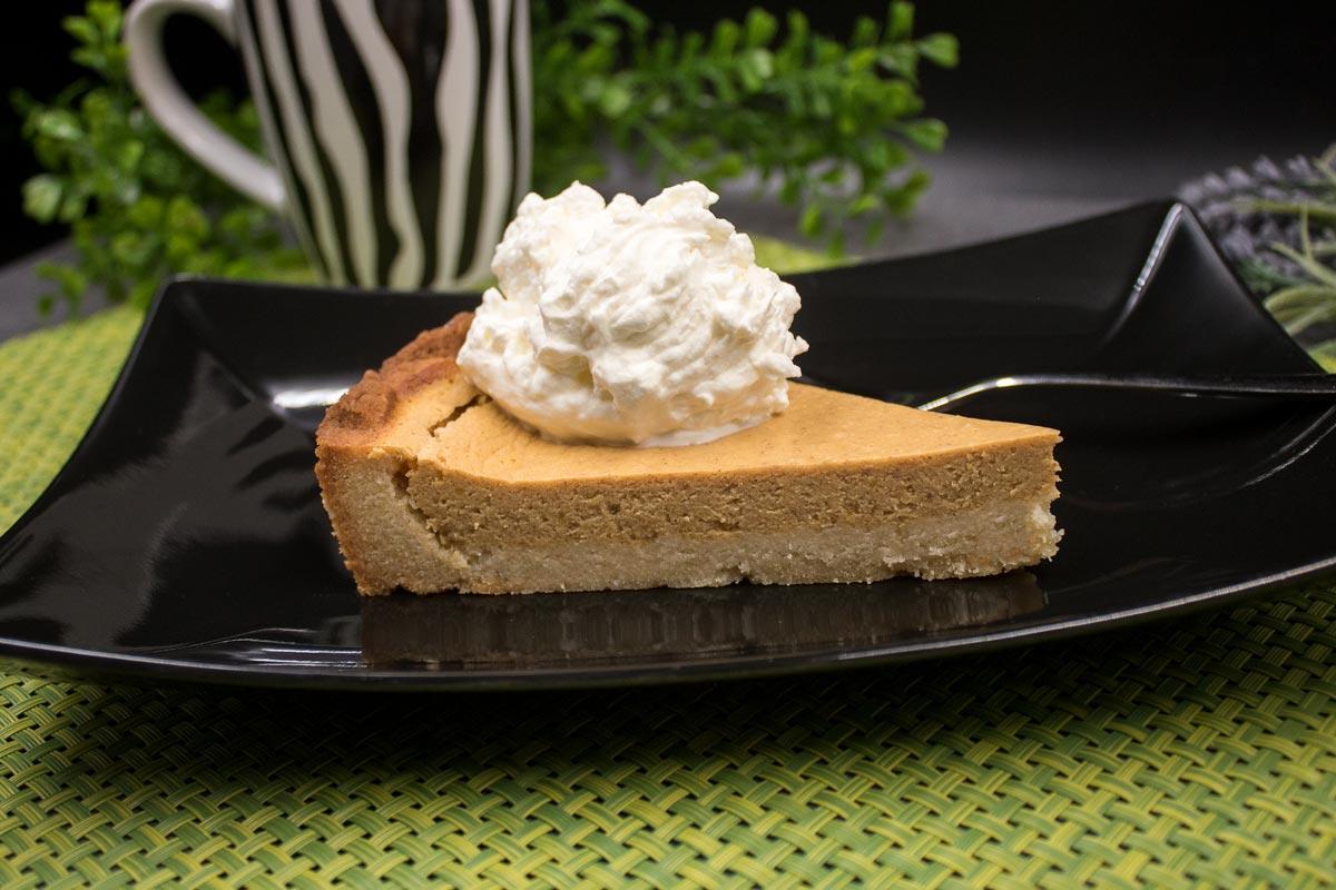 Der Kürbis-Pie ist ein leckerer Herbstkuchen ohne Kohlenhydrate!