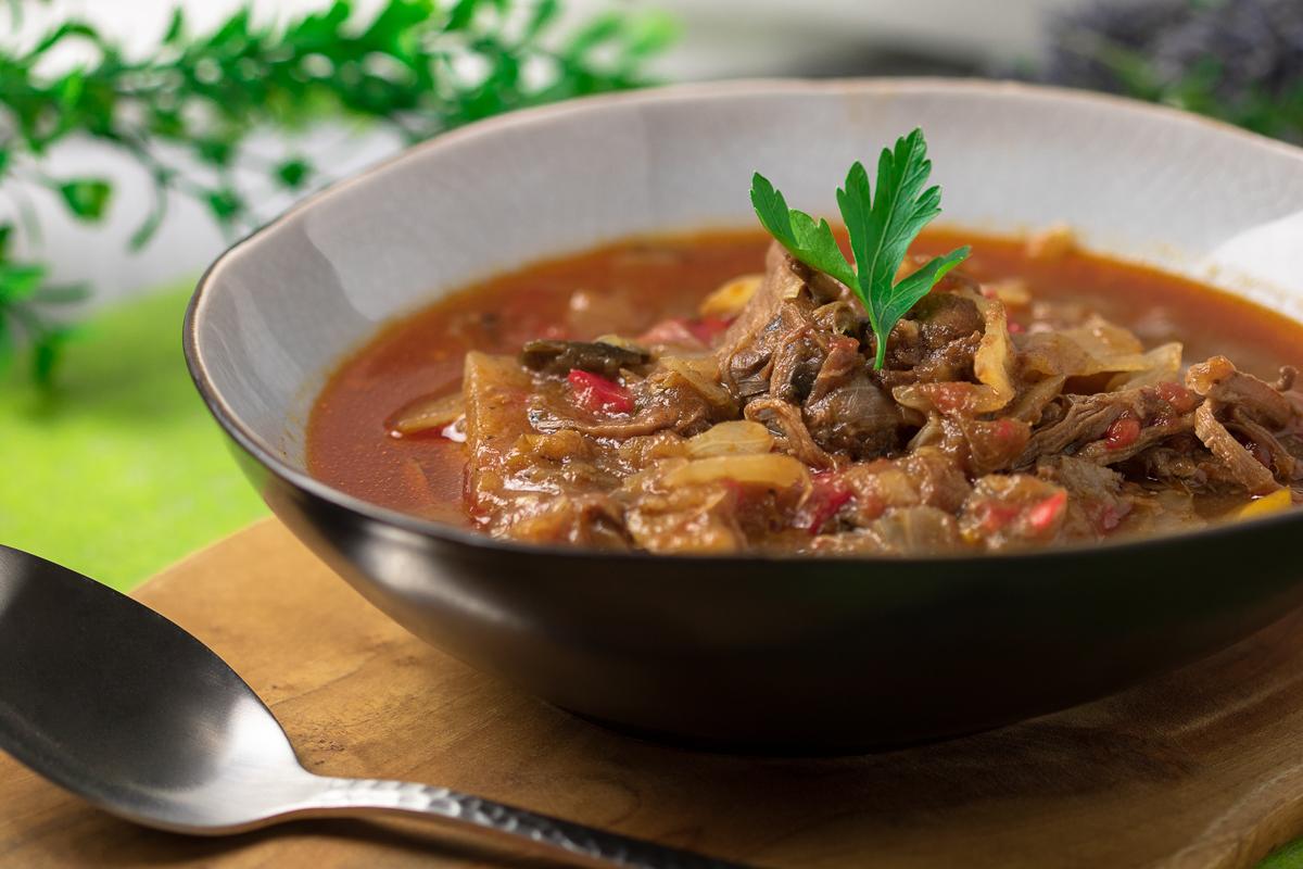Der Lammeintopf Usbekischer Art ist lecker und Low Carb. Das Rezept ist perfekt für Herbst und Winter!