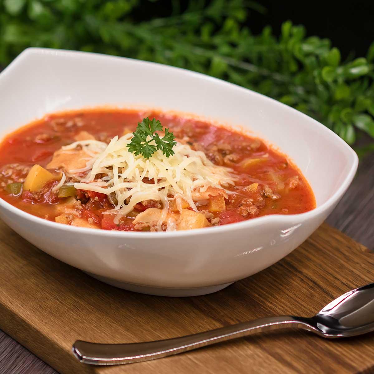 Die Lasagnen-Suppe ist lecker, ohne Kohlenhydrate und ohne Gluten!