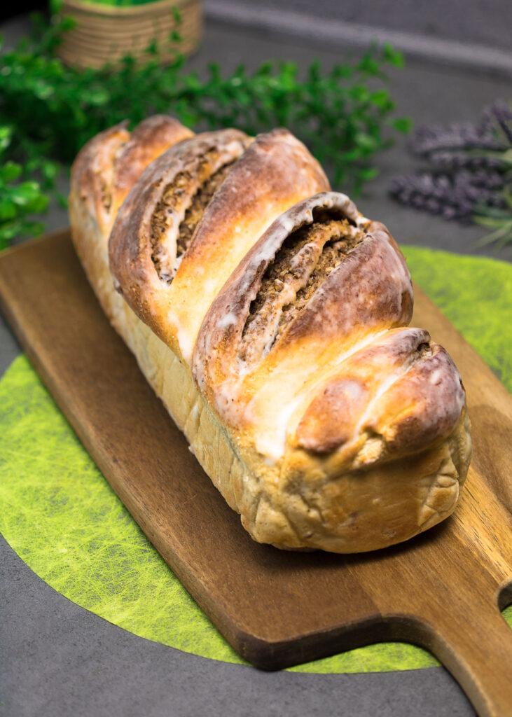 Der Nusszopf ist ein leckerer Low Carb Kuchen. Das Rezept ist glutenfrei und zuckerfrei.