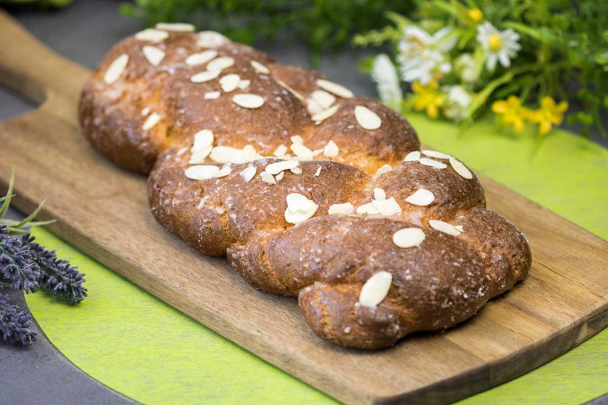 Der Osterzopf schmeckt, ist ohne Zucker und ohne Mehl!
