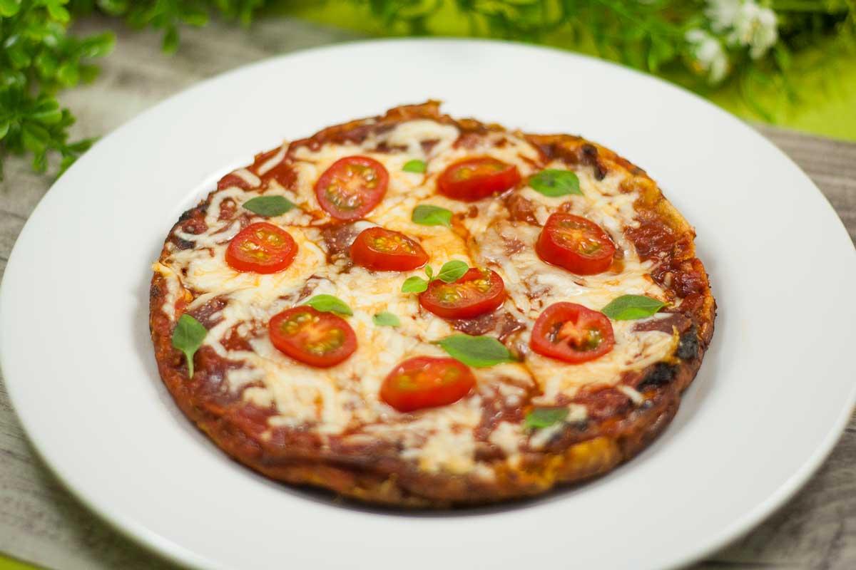 Das Pizza-Omelett ist Low Carb, glutenfrei und super lecker!