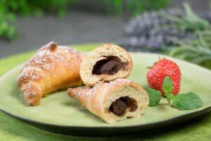 Die Schoko-Hörnchen aus glutenfreiem Hefeteig sind zudem Low Carb und mega lecker.