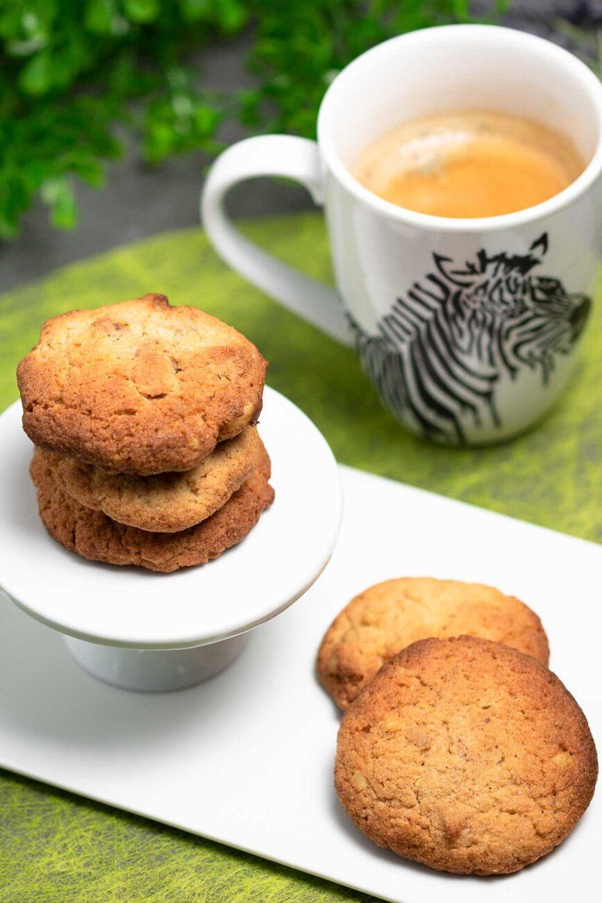 Die Walnuss-Cookies sind lecker und Low Carb, das Rezept ist ohne Zucker, ohne Mehl und super einfach zu backen.