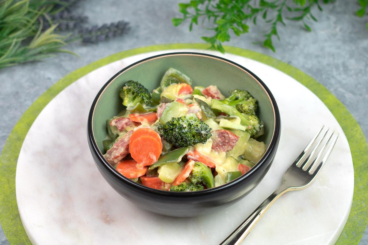 One-Pot-Gemüse mit grober Mettwurst