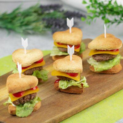 Der Herz-Burger ist ein leckerer Low Carb Snack für Partys und Events.