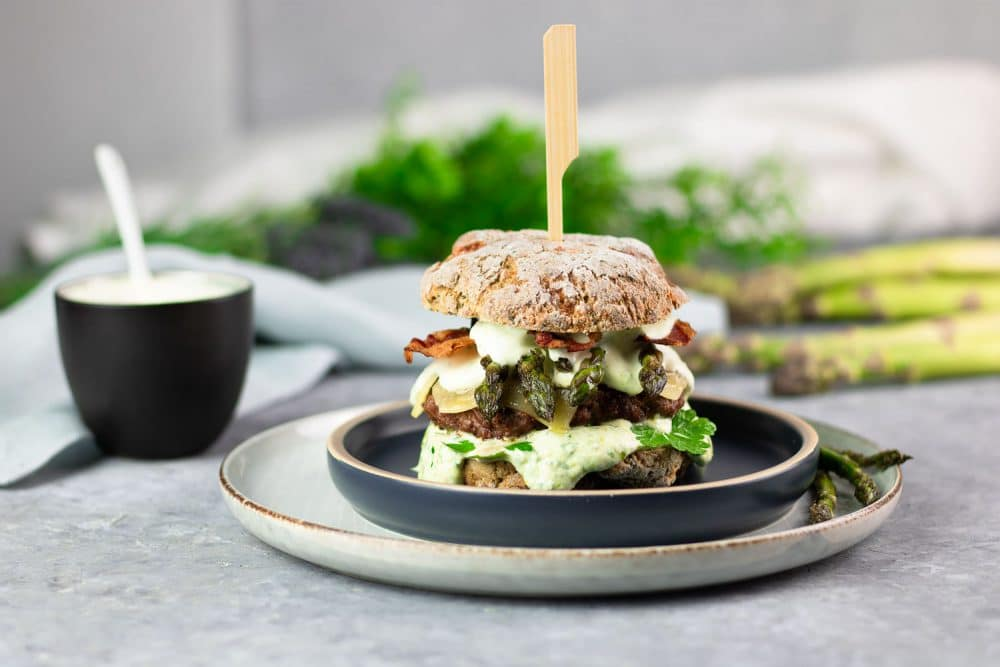 Low Carb Bärlauch-Spargel-Burger