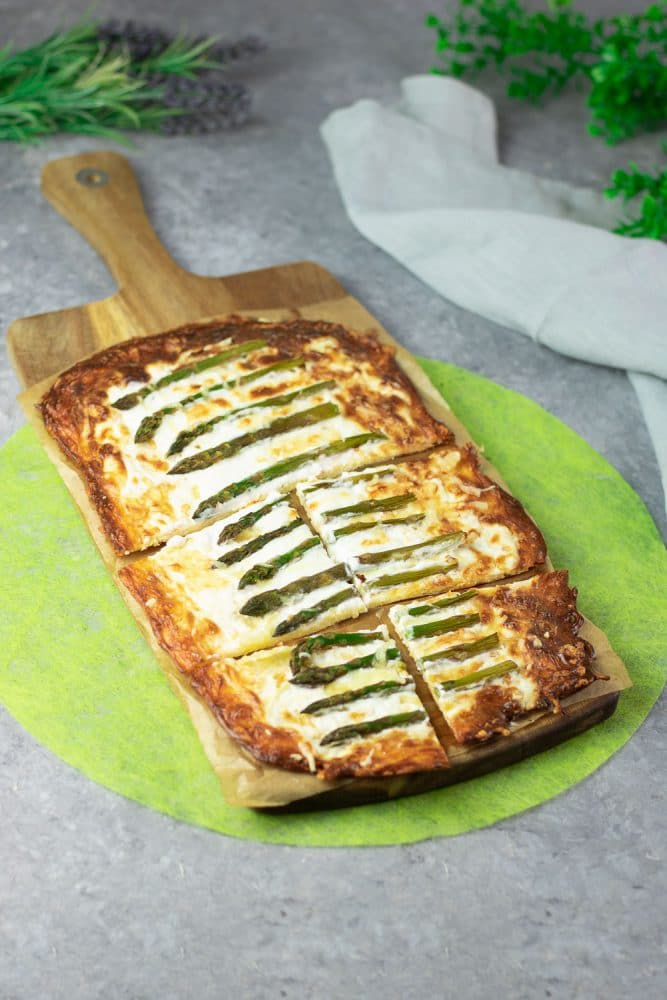 Low Carb Spargel-Flammkuchen