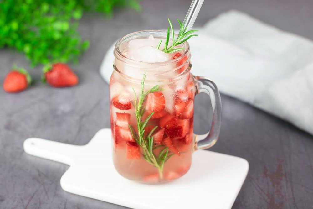 Strawberry Rosemary Cocktail mit Gin