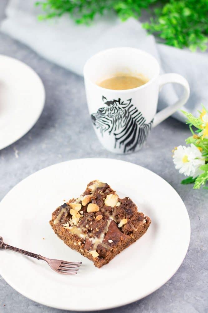 Der Low Carb Macadamia-Blechkuchen ist ein leckerer glutenfreier Kuchen.