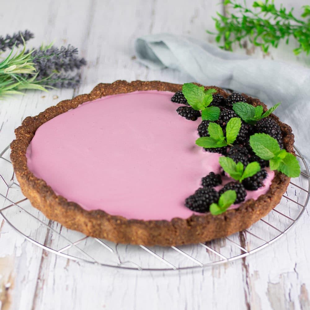 Die Brombeer-Tarte ist ein leckerer Low Carb Kuchen der zudem auch noch glutenfrei und zuckerfrei ist.