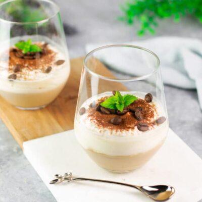 Das Kaffee-Mascarpone-Dessert ist lecker Low Carb, glutenfrei und super schnell zubereitet.