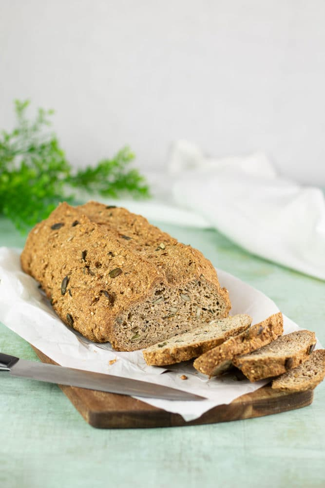 Das vegane Körner-Baguette ist außerdem Low Carb, glutenfrei und zuckerfrei.