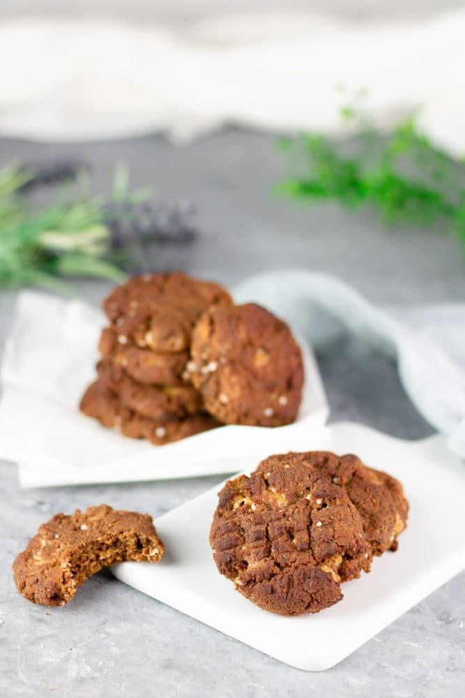 Die salted Macadamia-Cookies sind Low Carb, glutenfrei und zuckerfrei. Sie sind eine schöne Ergänzung zwischen süß und salzig.
