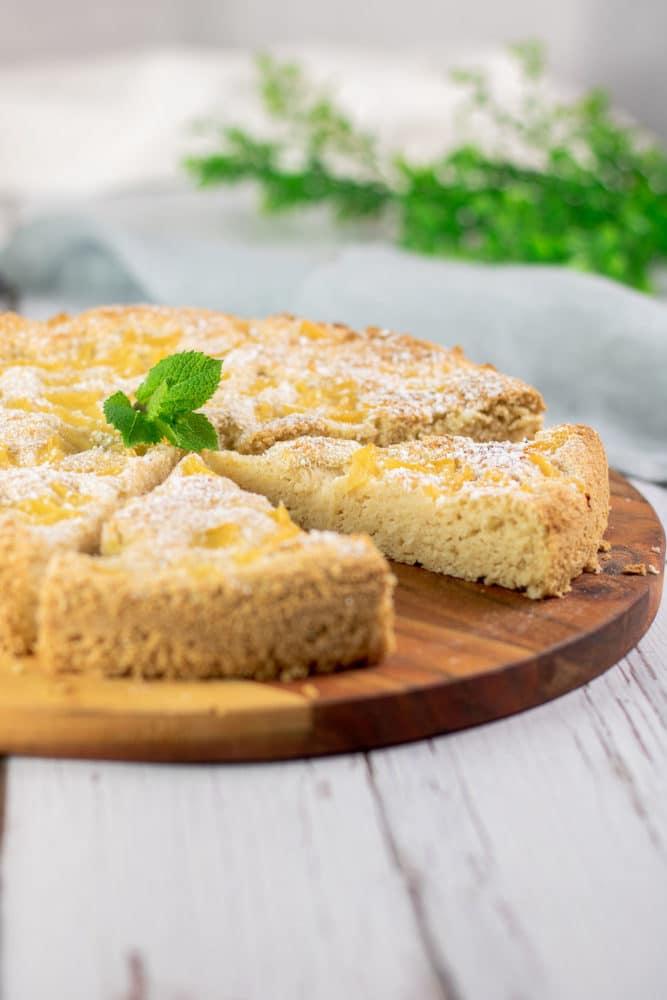 Der Pina-Colada-Kuchen ist ein leckerer Low Carb Kuchen der zudem auch noch glutenfrei und ohne Milchprodukte auskommt. Er schmeckt super und ist leicht zu backen.