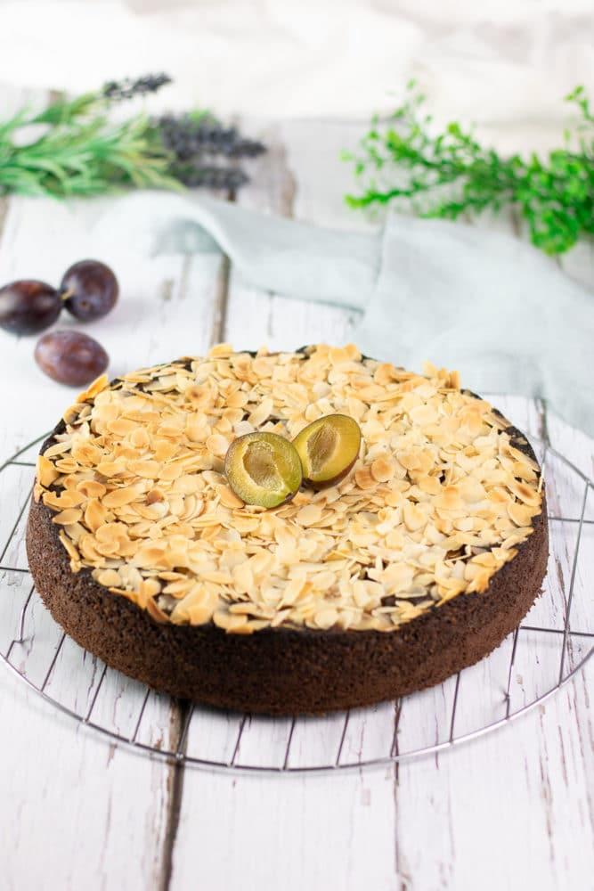 Der Zwetschgen-Schokokuchen ist ein leckerer Low Carb Kuchen der perfekt für den Herbst ist.
