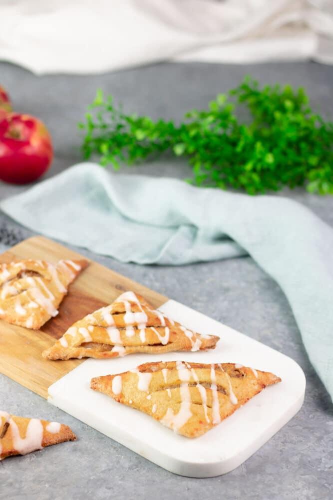 Die Apfel-Taschen sind Low Carb, glutenfrei und super lecker. Sie passen perfekt zum Herbst.