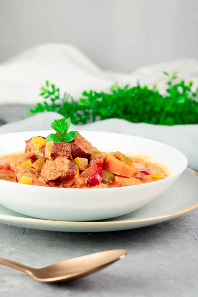 Der Paprika-Eintopf ist ein leckeres Low Carb Gericht. Das Rezept ist gesund, ohne Zucker, ohne Mehl, glutenfrei und gemüsereich.