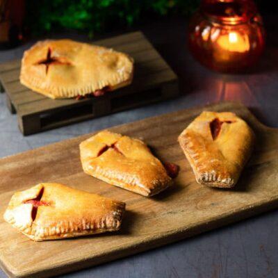 Die Pizzataschen sind perfekt für Halloween. Sie sind zudem ohne Zucker, ohne Mehl und ohne Kohlenhydrate.