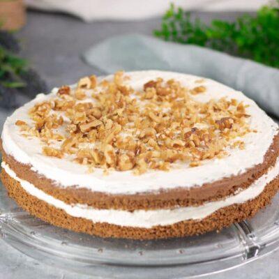 Der Walnuss-Kürbis-Kuchen ist ein perfekter Herbst-Kuchen. Das Rezept ist Low Carb, glutenfrei ohne Mehl und ohne Zucker.