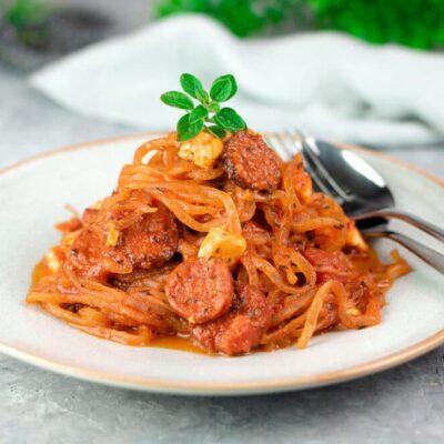Die Konjak-Tomaten-Pfanne ist ein leckeres Low Carb Nudelgericht. Das Rezept ist zudem glutenfrei und ohne Mehl und ohne Zucker.