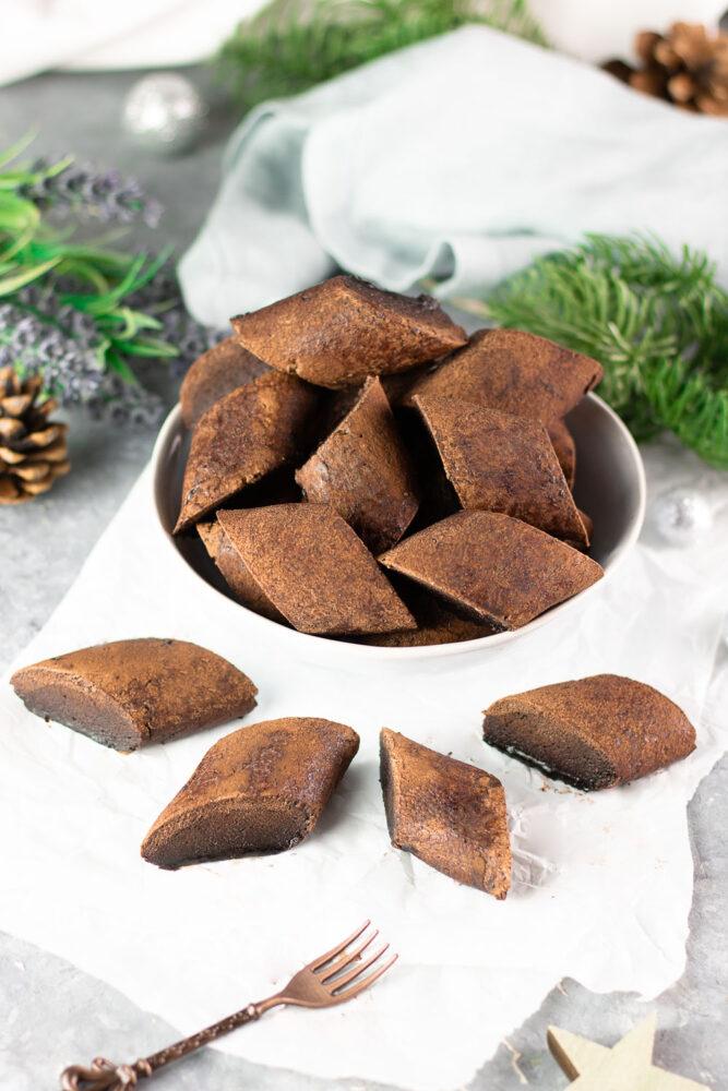 Das Magenbrot ist ein echter Weihnachtsklassiker. Er schmeckt besonders frisch und selbst gebacken. Dieses Rezept ist auch noch ohne Zucker und Low Carb.