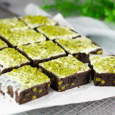 Die Pistazien-Brownies sind ohne Mehl, ohne Zucker, mit wenig Kohlenhydrate und so Low Carb und glutenfrei.