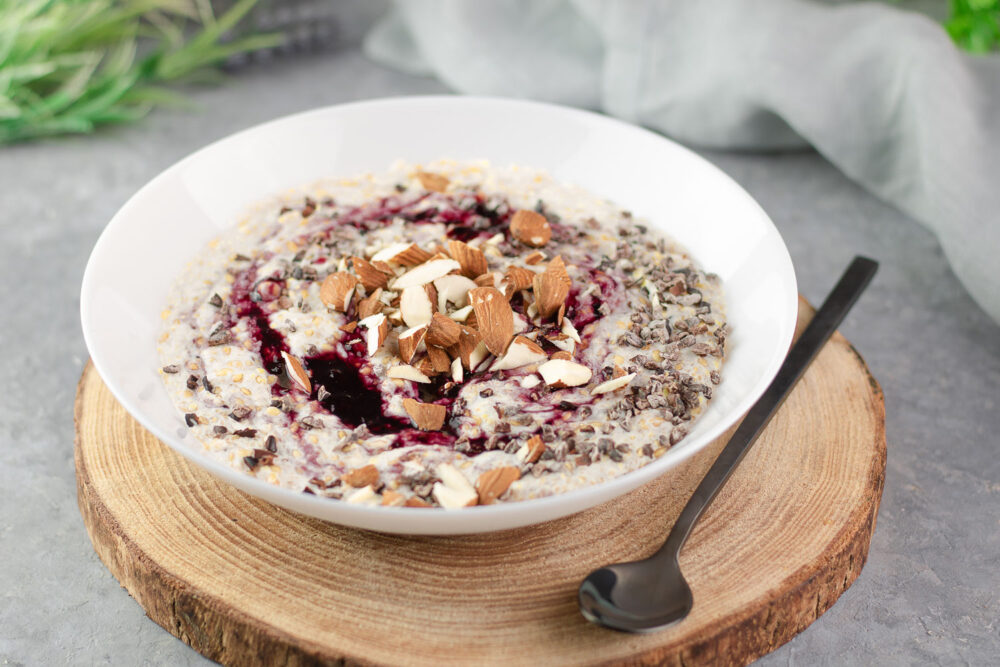 Low Carb Porridge aus Goldleinsamen