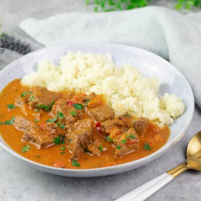 Dieses Rezept zum indischen Rinder-Curry ist gesund, Low Carb und mega lecker!