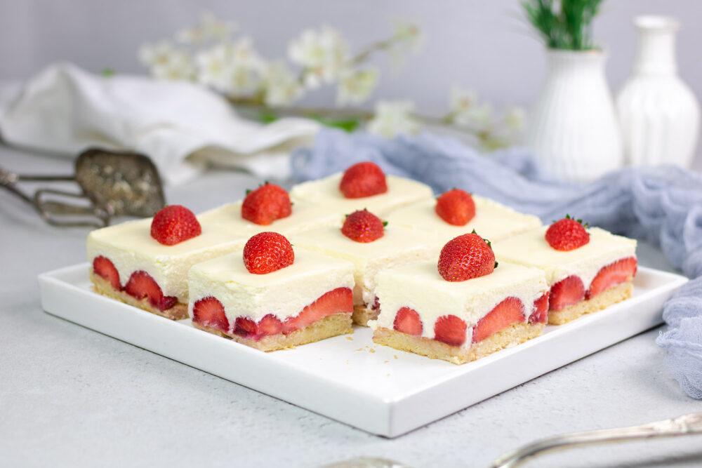 Weiße Schoko-Mousse-Torte mit Erdbeeren