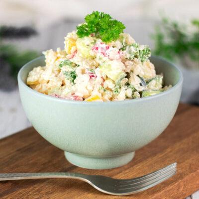 Der Low Carb Reissalat ist lecker, Low Carb und mit Konjak-Reis gekocht.
