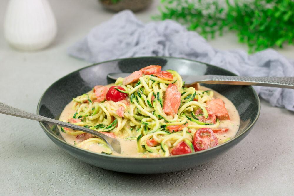 Cremige Zucchini-Lachs-Pfanne